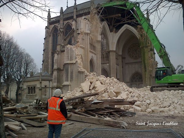 http://a133.idata.over-blog.com/600x450/3/86/40/27/DESTRUTION-D-UN-COTE-DE-L-EGLISE/Abbeville-3-avril-2013--3-.jpg
